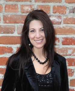 Leslie Schilling Headshot